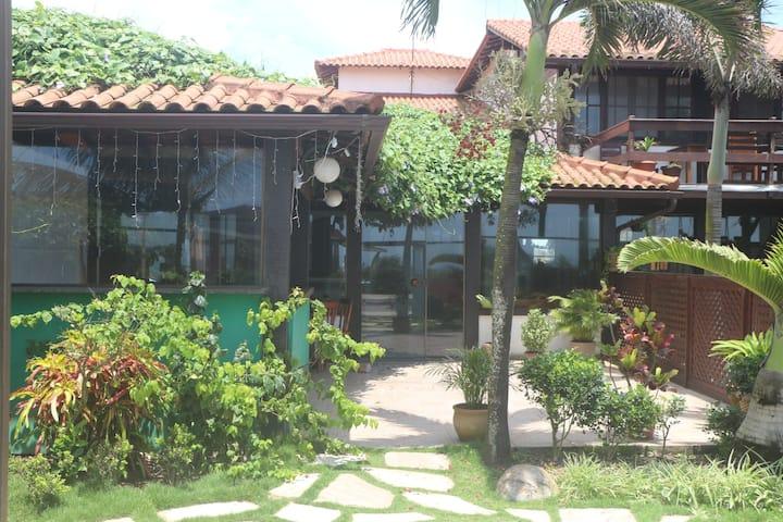 casa rústica com quintal em frente a praia