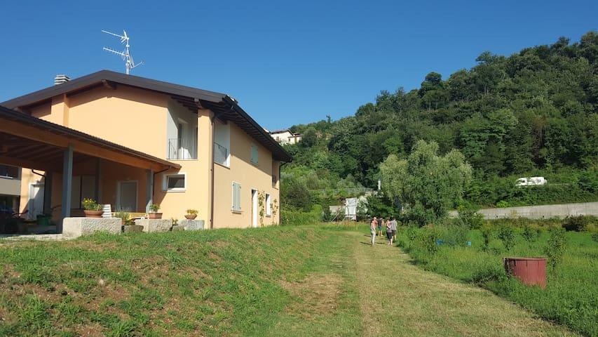 La casa vista da ovest