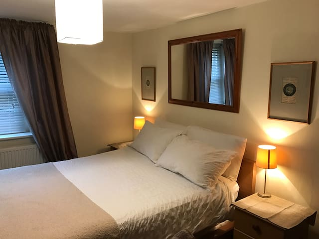 Yew Tree Cottage close to Castle Combe & Badminton - Burton - Dům