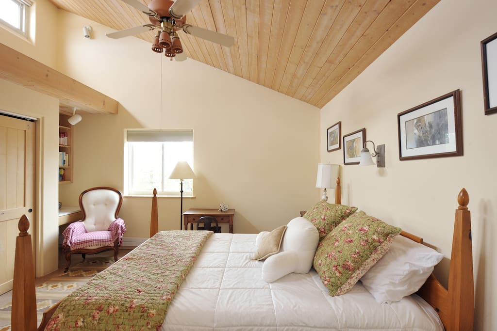 Store your bags and clothes in the full-size closet, and enjoy the space of the vaulted ceiling and the light from clerestory windows.
