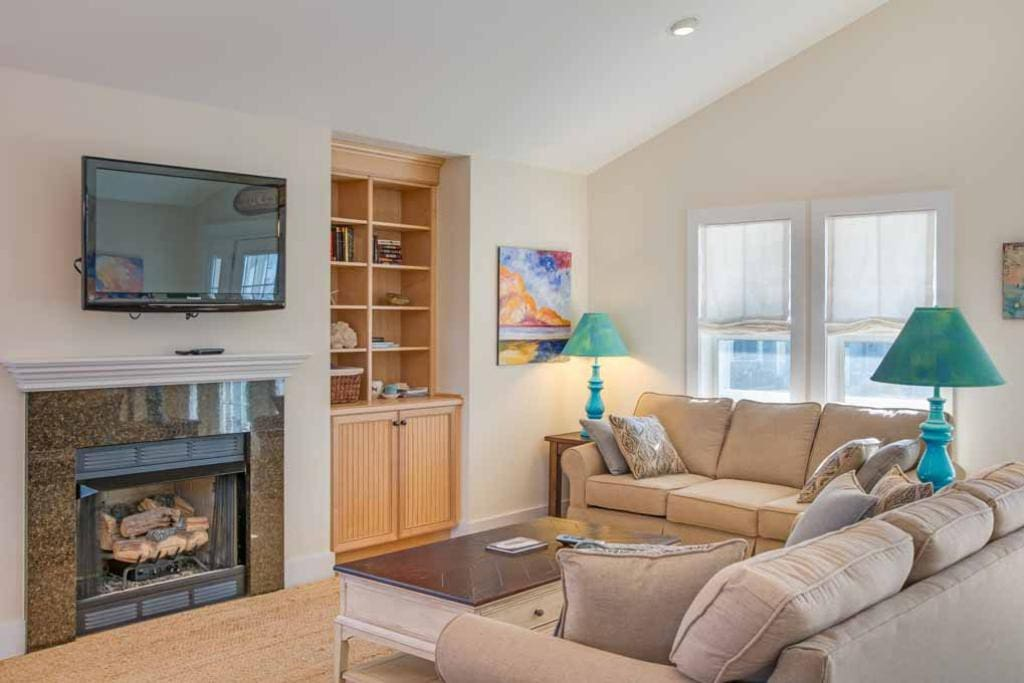 TC23:  Vue De La Mer | Top Level Living Area | Fireplace Not Available For Guest Use