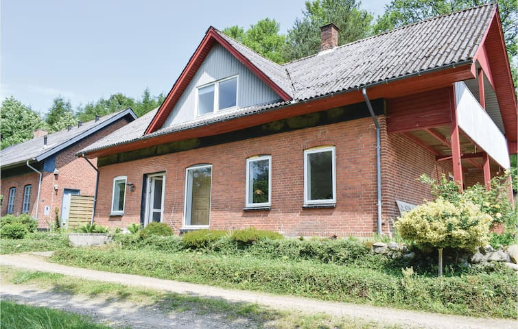 Holiday cottage with 5 bedrooms on 175m² in Randbøl