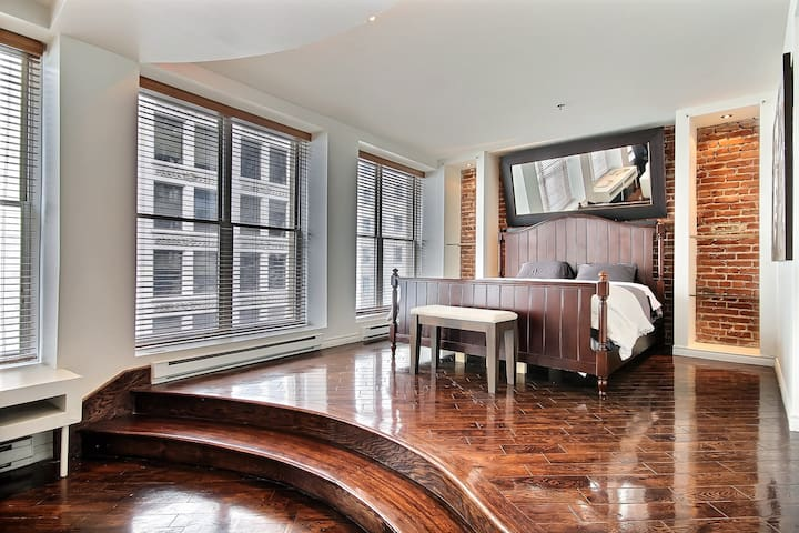 1 Of a Kind Huge Luxurious Loft in Old Montreal