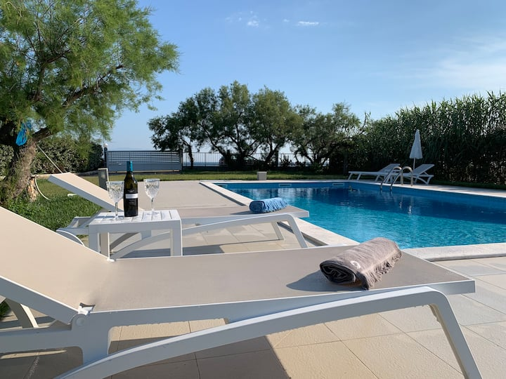 Villa Kalliopi -waterfront-