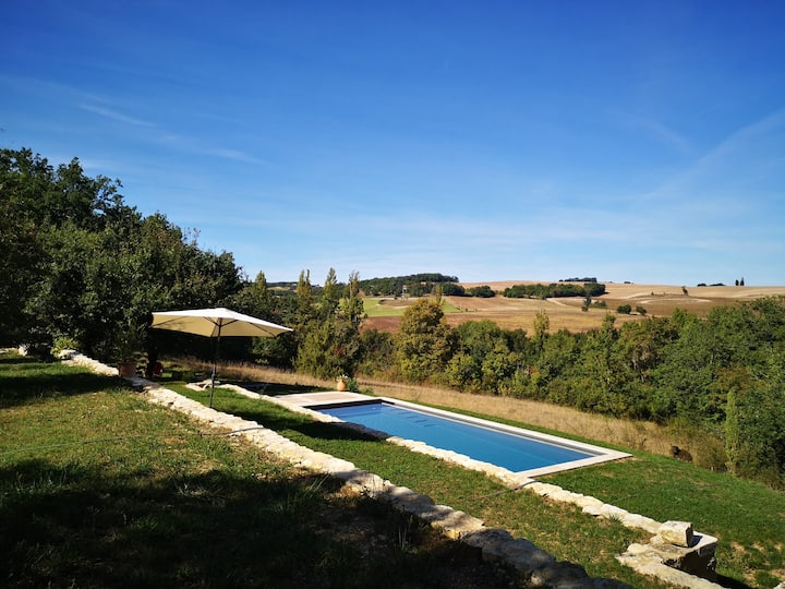 """Grimaçon"", a charming sheepfold with private pool"