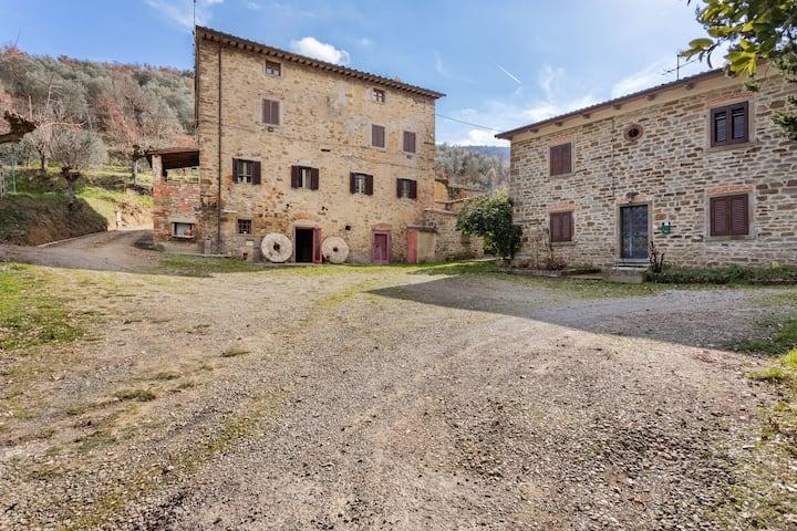 Rustikales Ferienhaus in Castigli auf Fiorentino mit Terrasse