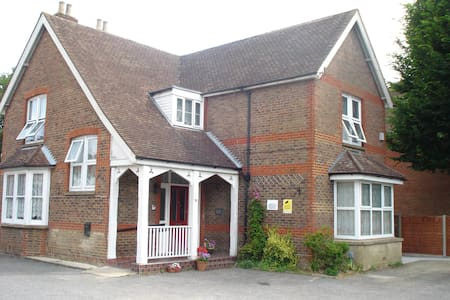 Masslink Guest House Twin Bedded Room - Horley - Other
