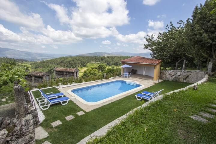 Casa Rústica c/ piscina, Monção by iZiBookings