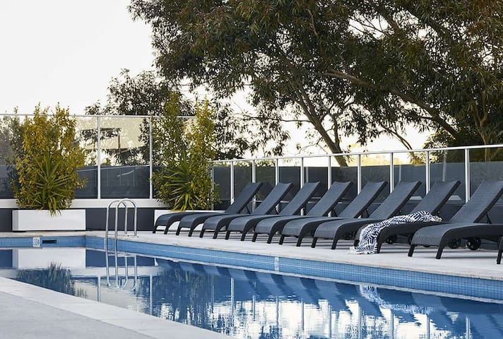 Hotel Luxury Living On City Fringe