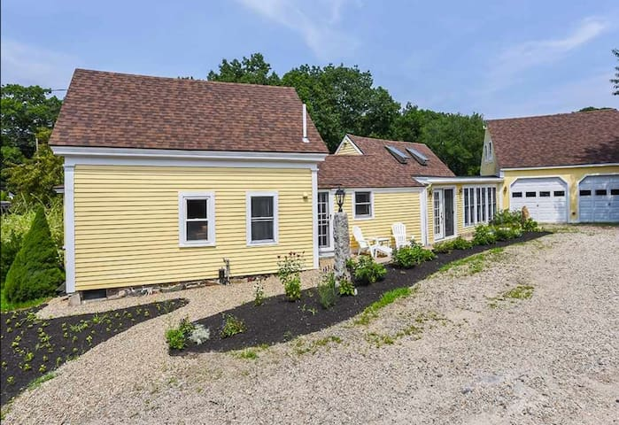 Elegant Kittery Point Home w/ fireplace, hot tub