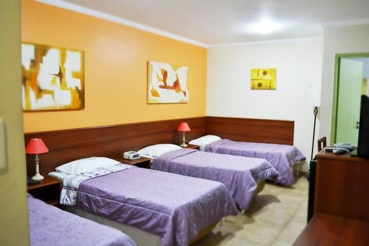 Suíte 4 camas - Pousada, Metrô Paraíso