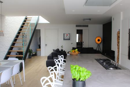 ★Room with Private Roof Deck in Luxury Penthouse★