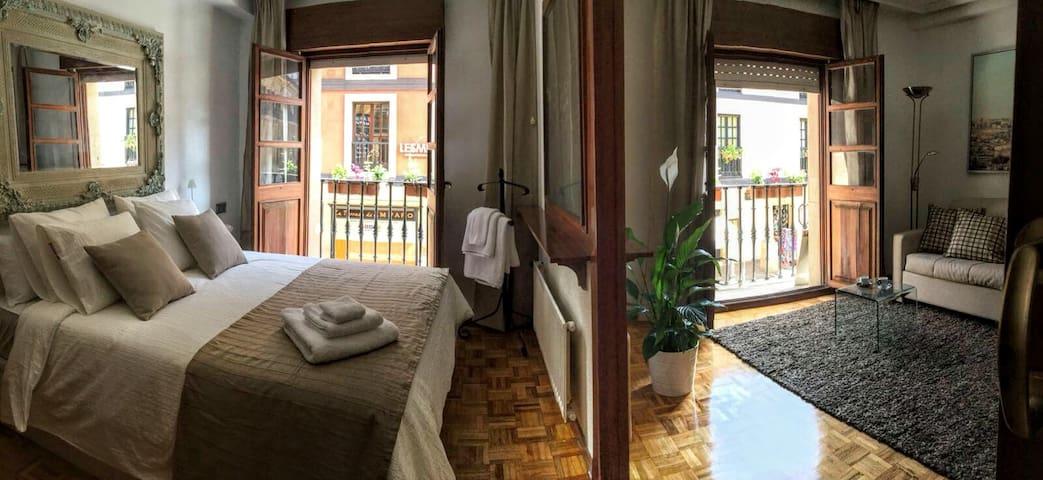 2 rooms - 1 space. 2 estancias - 1 espacio.
