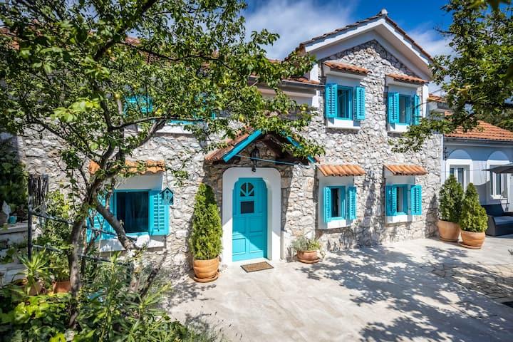 Beautiful 200-year old stone house,   Rijeka 2020.