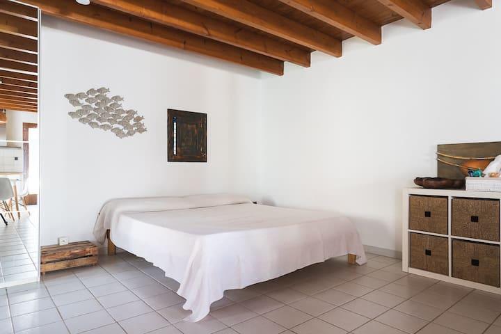 Bedroom/Livingroom  -Guest Review- Preciosa y tranquila casa en el campo de Formentera. Especialmente recomendable para desconectar y apreciar la tranquilidad de la isla. Muy recomendable visitar el huerto ecológico de Pepe! ·Antonio·
