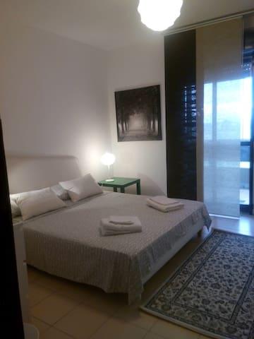 Stanze singole in appartmento zona playa aeroporto - Catania - Daire
