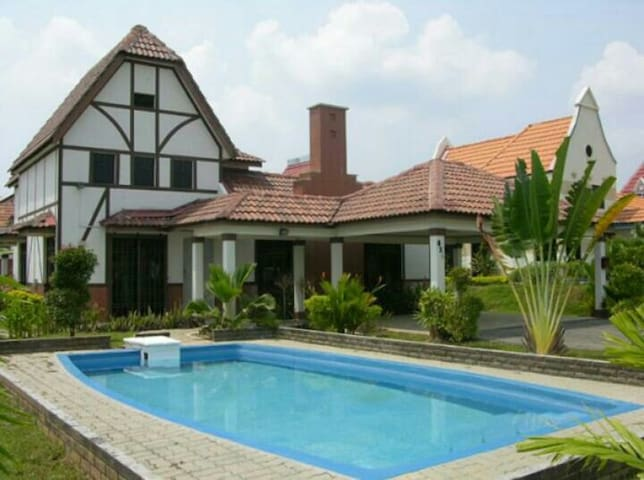 A Famosa Villas with Swimming Pool - Alor Gajah - Haus