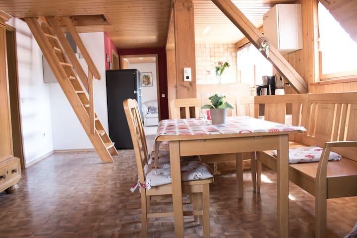 Ferienwohnung Schwabenhof (Leutershausen), Ferienwohnung 1 mit überdachter Terrasse