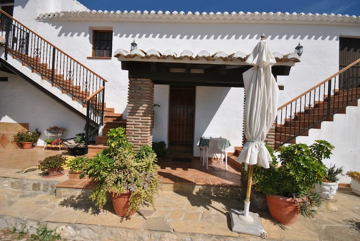 Apartment for 3 persons in reformed Andalusian farmouse with swimming pool
