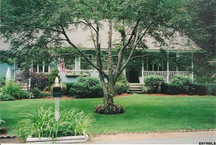 Hadley Hudson River House