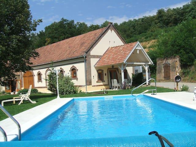 Vakantiehuis met zwembad Vasarosbec