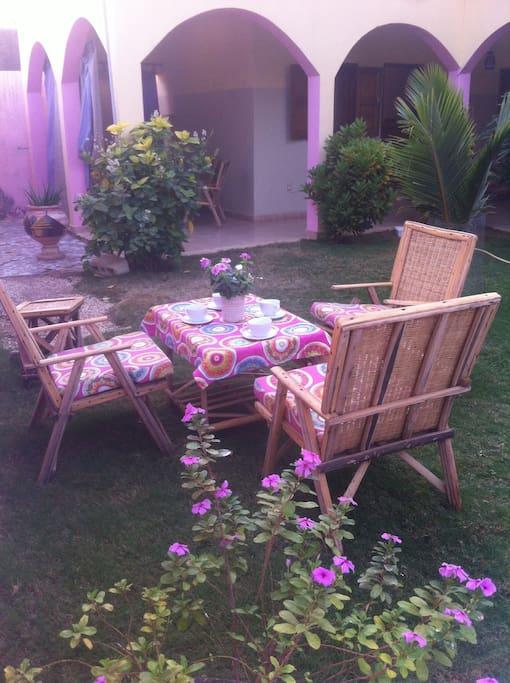 Jardin et son petit salon détente