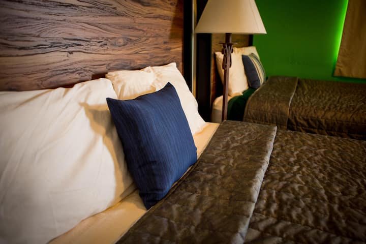 Private Hotel room with 2 queen beds (Rm 16)