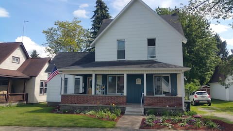Great getaway for two in private upstairs unit!