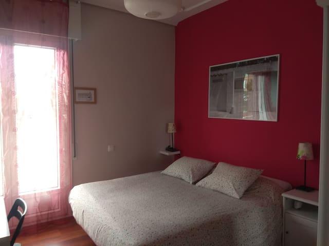 Habitación céntrica con baño privado. LBI 312