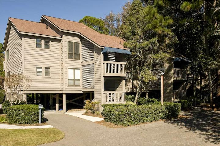 Cute condo just steps from the beach - golf nearby!