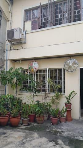 "A ""near-everywhere"" Family room ! - Mandaluyong - Casa"