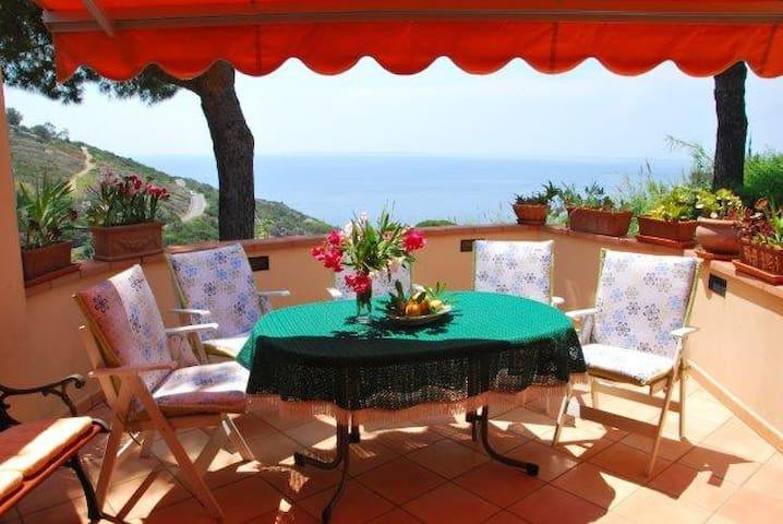 Villetta a schiera con splendida vista mare - Campo nell'Elba - Huoneisto
