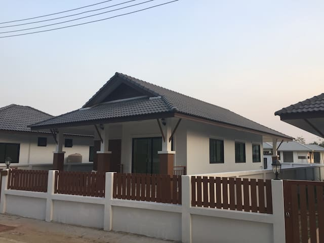 Holiday home + pool excellent location Chiang Mai - Chiang Mai - Prázdninový dům