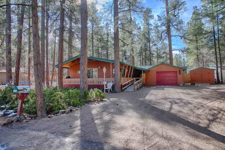Family/Pet Friendly Cozy Pines Cabin Paradise