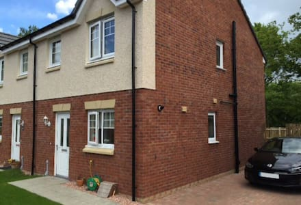 Modern 3 bedroom house with driveway & garden - Alloa