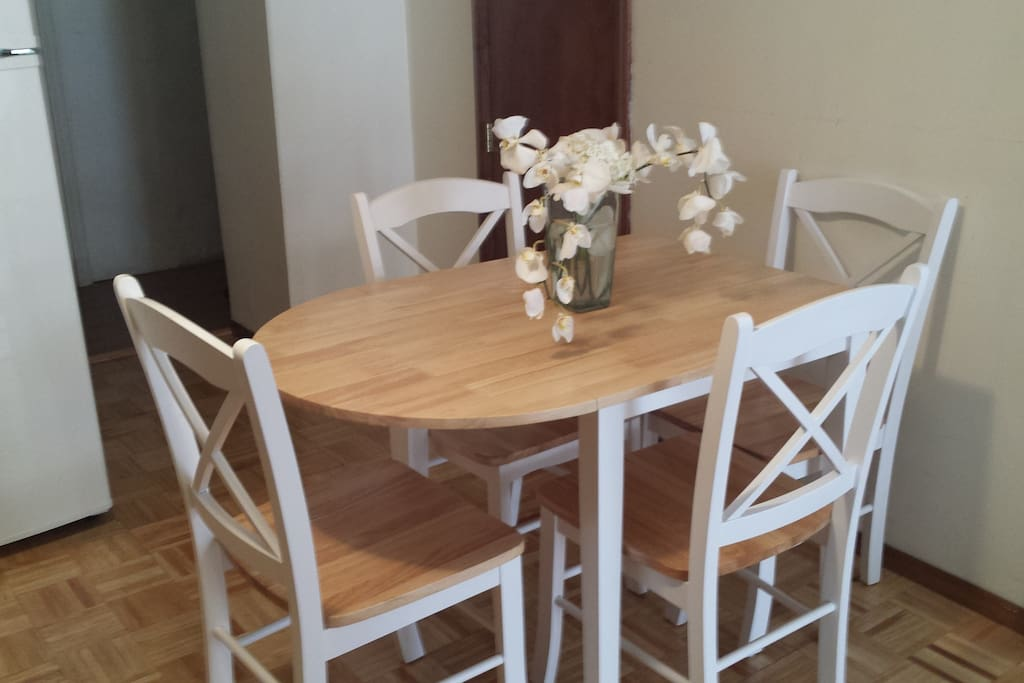 Apt in astoria to nyc appartements louer for Aki kitchen cabinets astoria ny