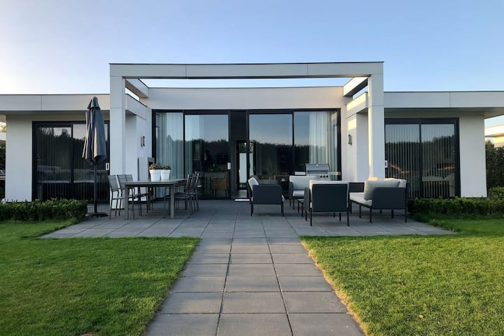 Lush Holiday Home in Zeewolde with Garden