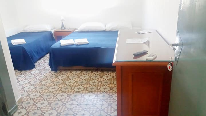 Upper Room Guesthouse - Triple Room #6