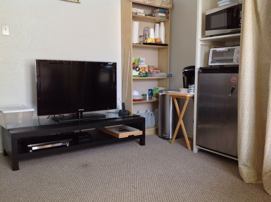TV with Streaming device and DVD
