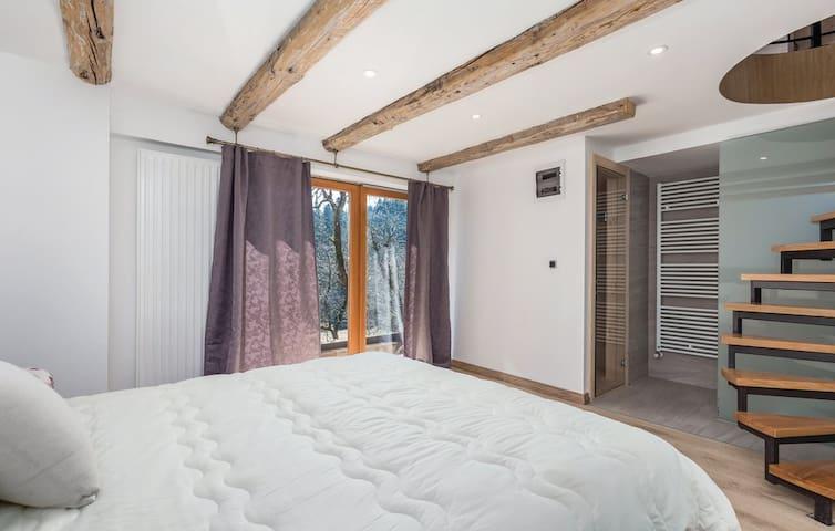 Master bedroom 1 with sauna
