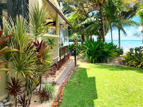 Kokacabana Beach House - Muri Beach Front + Pool