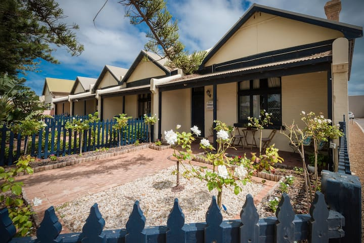 Geraldton City Stay Cottage - Pet Friendly
