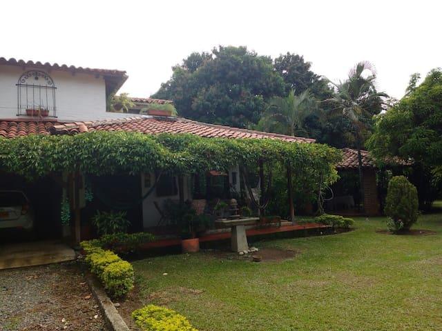 HABITACIÓN PRIVADA CON BAÑO EN CASA CAMPESTRE - Jamundí - Casa