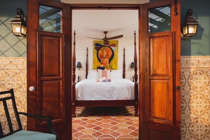 Puertas at El Quenepo- Limoncillo