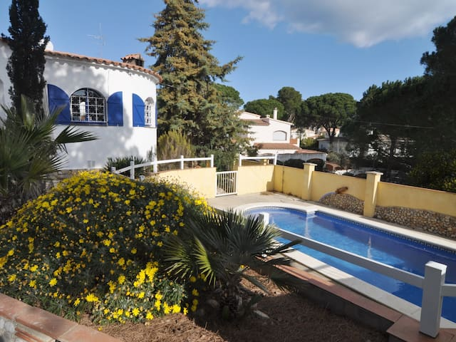CAYRAC: HOUSE WITH LARGE PRIVATE POOL - COSTA BRAVA
