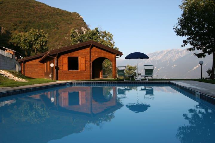 Natura, pace e panorama - Gargnano - Houten huisje