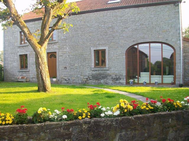 3 Chambres dans une vieille ferme à Wavreille