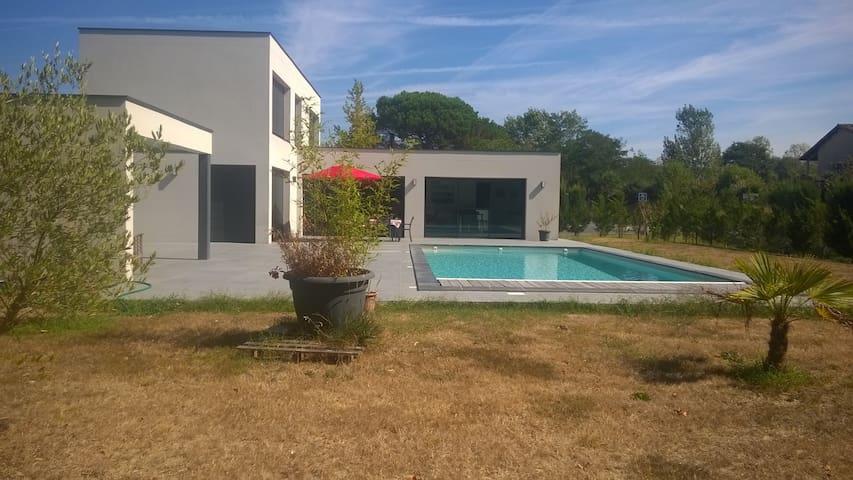 Villa contemporaine à La Brède, proche Bordeaux - La Brède - Villa