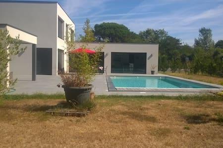Villa contemporaine à La Brède, proche Bordeaux - La Brède