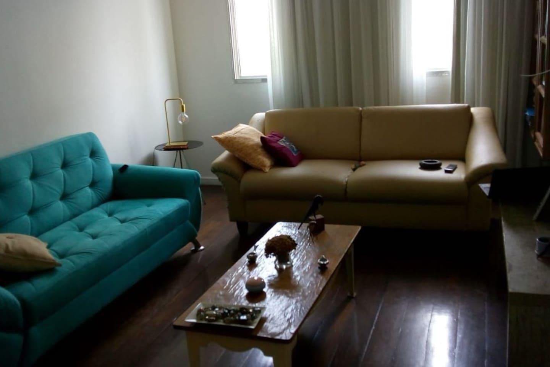 Salão  Parte comum com televisão.